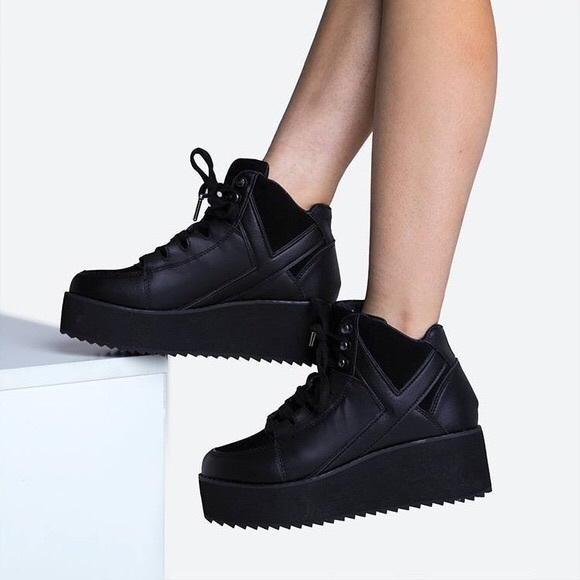 f8fbb8967984 YRU Qozmo Low Key Black Platform shoes